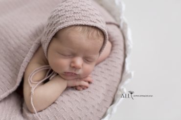 Baby Hat for Newborn Photo Girl - Zara Europe
