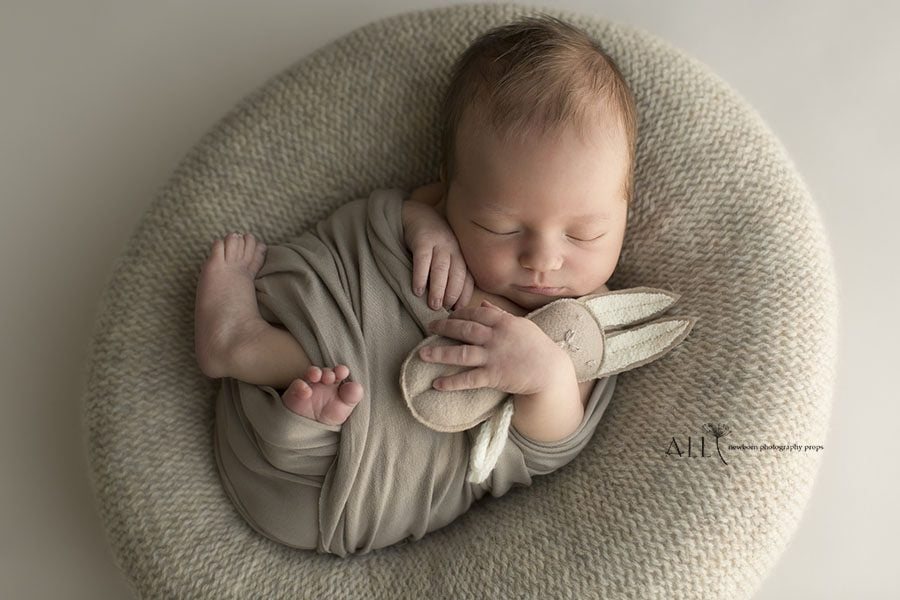 Newborn Posing Beanbag Alternative - 'Create-a-Nest'™ Miraji perfect posie europe