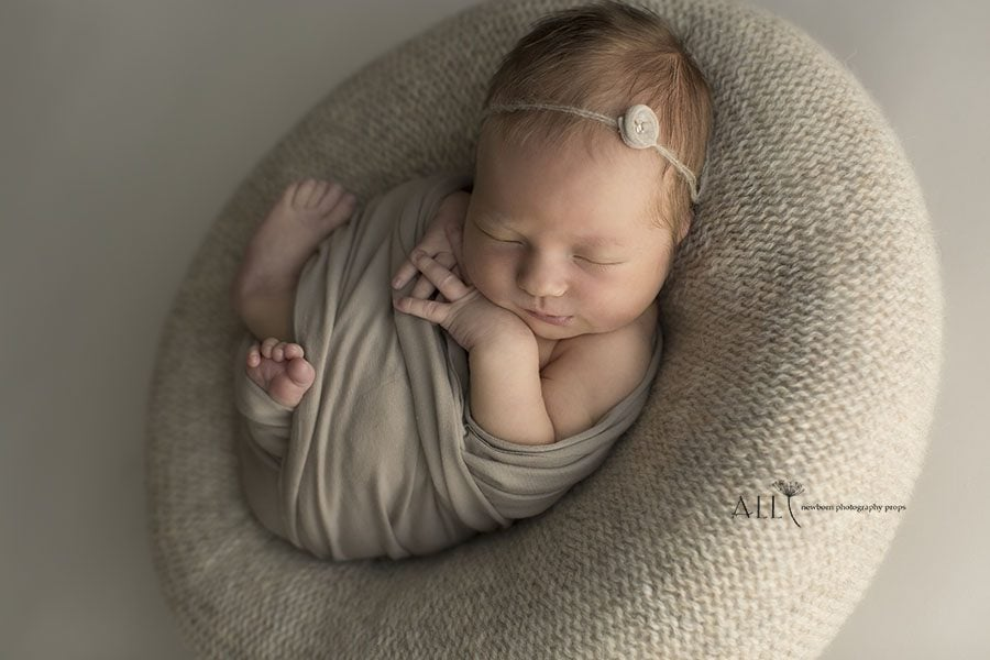 Newborn Posing Beanbag Alternative - 'Create-a-Nest'™ Miraji foto props europe