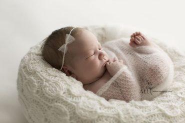 Newborn Posing Bag - 'Create-a-Nest'™ Hudson girl white perfect posie europe