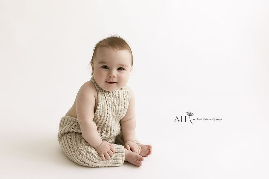 Sitter photoshoot outfit neutral minimal knitted overalls europe