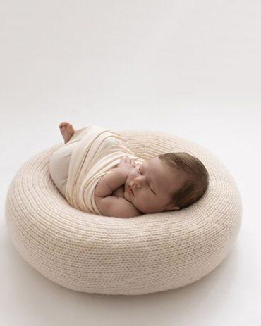 Newborn photography poser create-a-nest