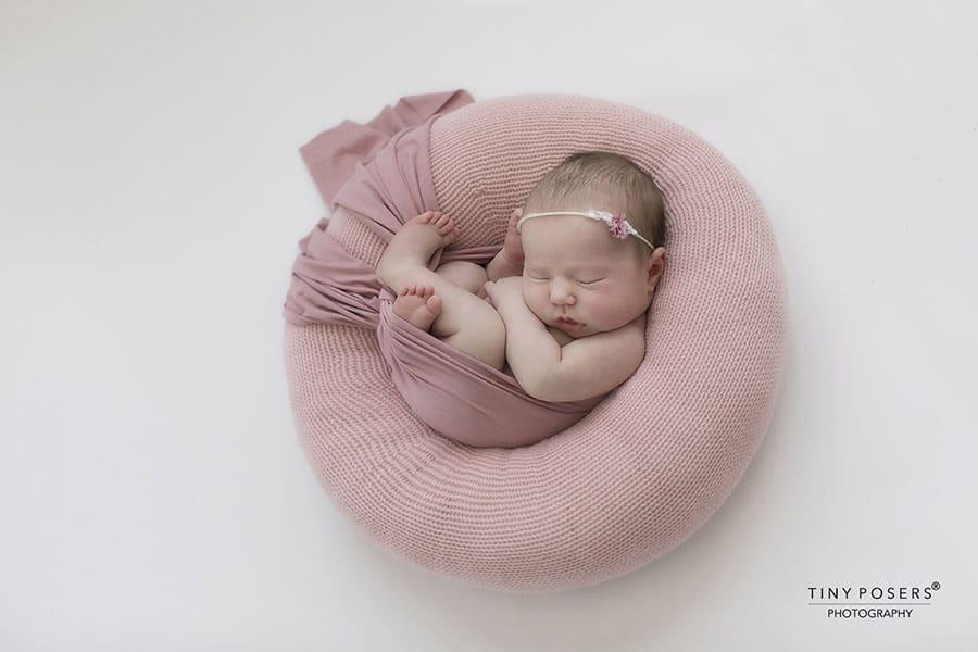 Newborn Poser 'Create-a-Nest'™ - Must-Have Newborn Girl Photography Prop europe