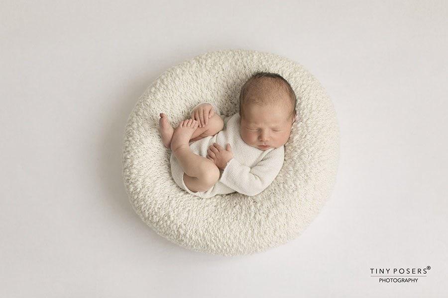 newborn posing pillow white all newborn props Europe