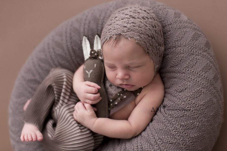 Newborn Photo Outfits: How to Add Variety to Your Gallery USA