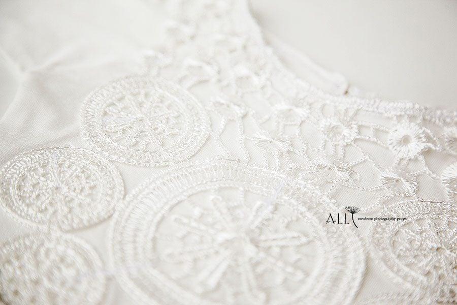 Newborn Girl Photo Outfit – Romper Enore white newbornprops eu
