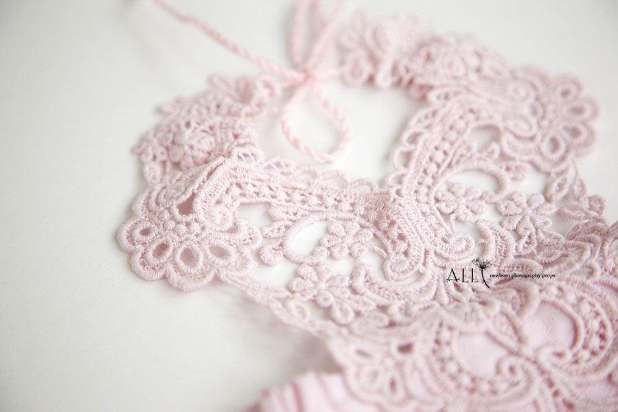 Newborn Lace Outfit – Bib Overalls Hannah pink eu