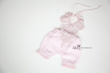 Newborn Girl Lace Outfit – Bib Overalls Pink Europe