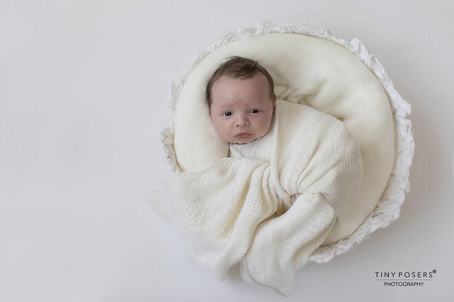 newborn-photo-props-bundle-boy-wrap-bowl-bonnet-white-minimal-europe