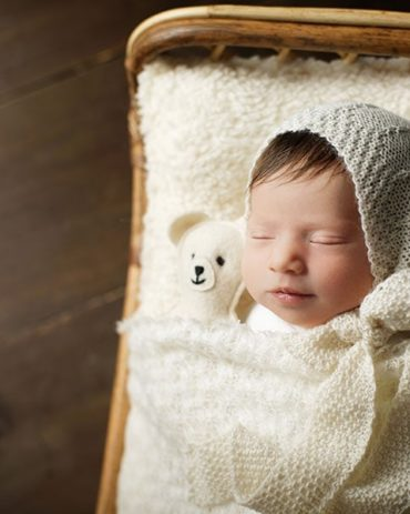 Newborn-Bonnet-for-Photography-girl-photography-props-white-neutral-europe