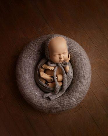 newborn-photography-ideas-baby-posing-pillow2