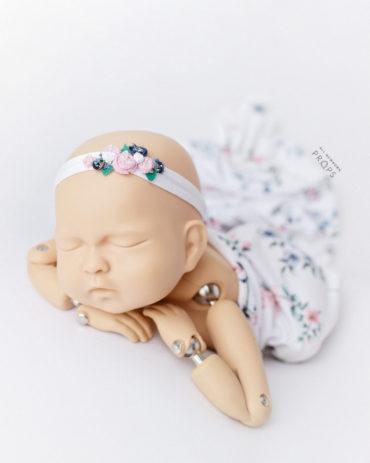 newborn-girl-photography-props-posing-blanket-swaddle-headband-tieback-europe
