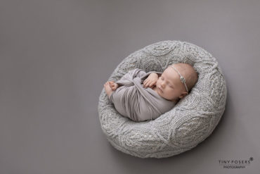 newborn-photography-sets-girl-posing-pillow-wrap-tieback-grey-new-born-props-europe