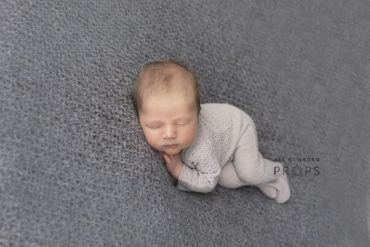 newborn-photography-outfits-knitted-sleepers-boy-photoshoot-romper-europe