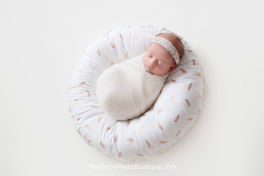 posing-pillow-newborn-photography-prop-europe-uk-white-girl