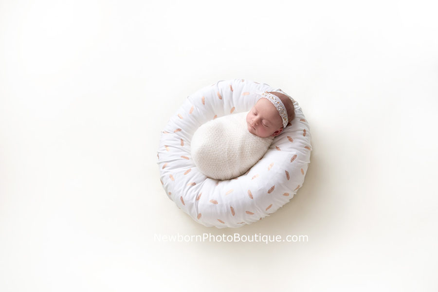 posing-pillow-newborn-prop-photoshoot-europe-uk-white-girl