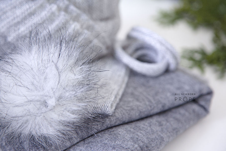 Newborn-Prop-Boy-Set-for-photography-session-wrap-backdrop-pom-pom-hat-grey-europe