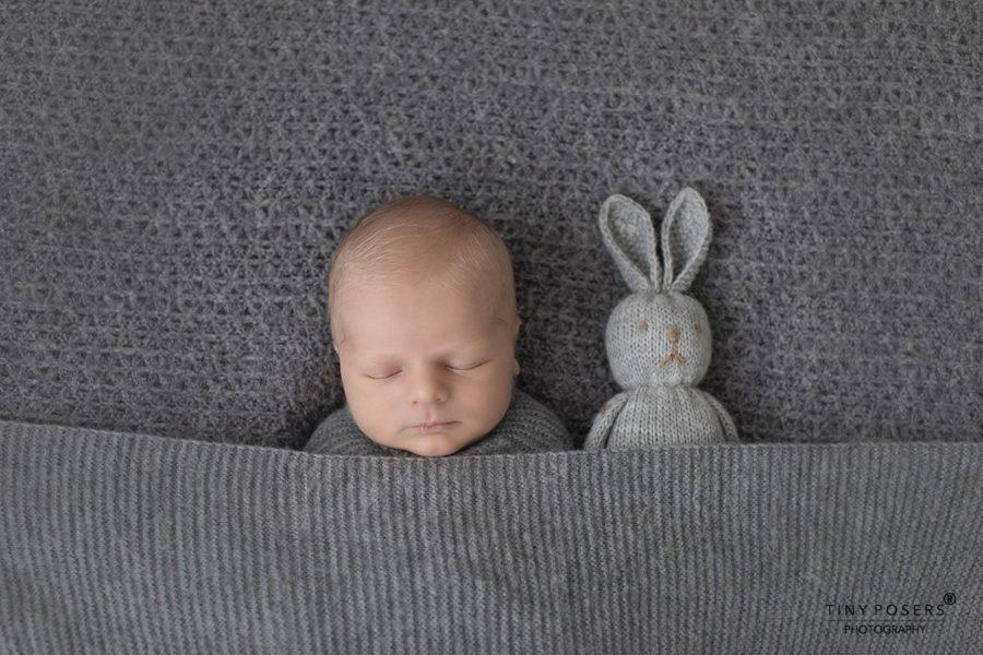 newborn-wrapping-ideas-boy-photo-shoot