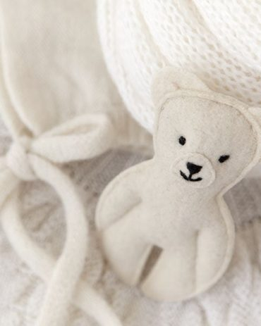 Newborn-baby-props-for-photography-posing-pillow-swaddle-bonnet-bear-europe-white