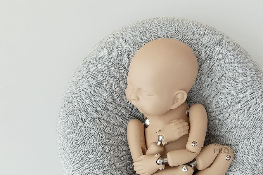 Posing-Pillow-Newborn-photography-prop-boy-grey-europe-1