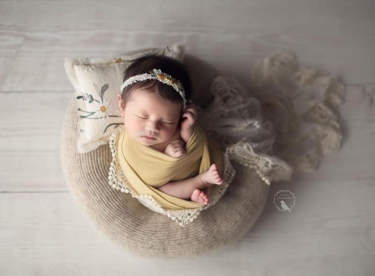newborn-poser-for-photography-girl-picture-ideas-newbornprops-eu