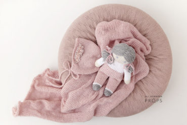 baby-girl-props-bundle-newborn-poser-swaddle-hat-toy-pink-europe
