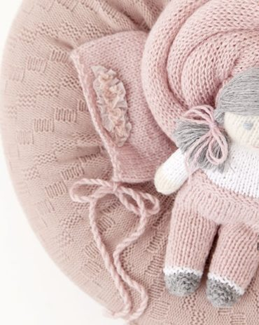 baby-girl-props-bundle-posing-pillow-wrap-bonnet-doll-europe