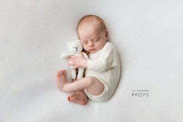 newborn-photoshoot-props-set-boy-outfit-backdrop-teddy-white-neutral-europe