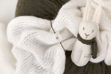 Newborn-Studio-Props-set-poser-knitted-wrap-tieback-bunny-europe