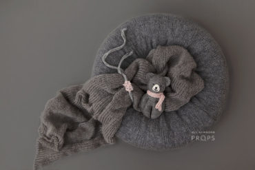 baby-girl-bundle-newborn-beanbag-poser-and-swaddle-headband-teddy-grey-europe