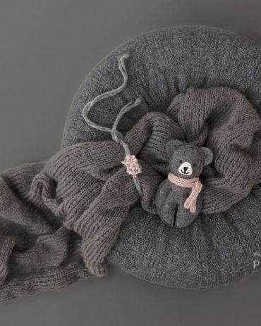 baby-girl-bundle-newborn-beanbag-poser-and-swaddle-headband-teddy-grey-europe