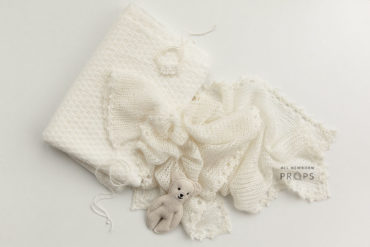 newborn-shoot-props-posing-backdrop-wrap-hat-headband-teddy-white-europe