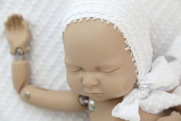newborn-baby-bonnet-prop-girl-white-textured-europe