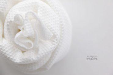 newborn-posing-wrap-white-textured-stretch-europe
