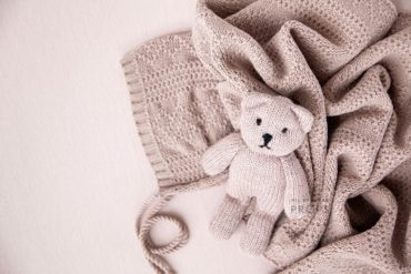 newborn-props-girl-set-knitted-wrap-backdrop-hat-teddy-pink-eu