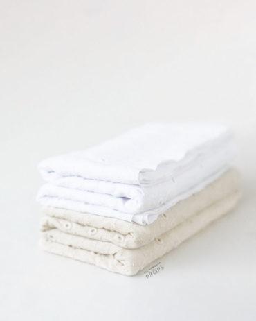 stretch-wraps-for-newborns-boy-props-white-neutral-organic-wickeltücher-europe2