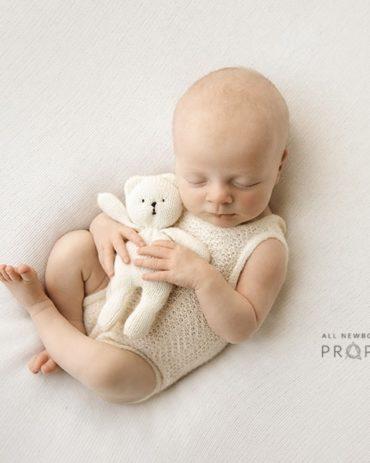 newborn-prop-girl-bundle-posing-fabric-romper-headband-teddy-white-photography-europe