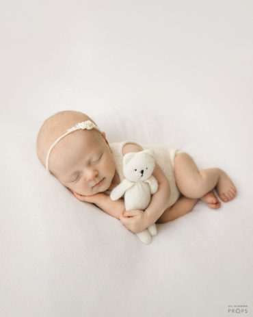 newborn-prop-girl-set-bundle-posing-fabric-outfit-headband-bear-white-photography-europe2