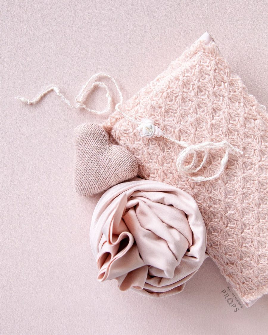 newborn-girl-photo-props-set-posing-fabric-pillow-wrap-heart-headband